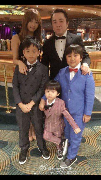 小彬彬溫兆宇昔日是一家五口溫馨家庭,如今變了樣。圖/摘自小小彬臉書