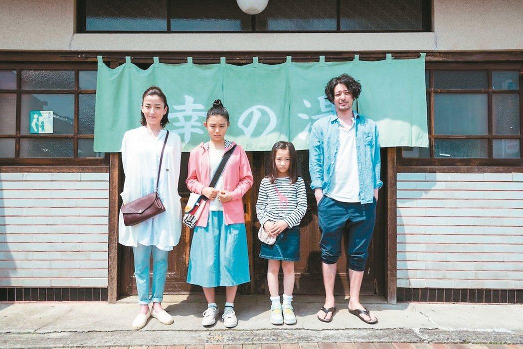 小田切讓(右)主演溫暖喜劇「幸福湯屋」將為這個春節帶來暖意。 圖/天馬行空提...