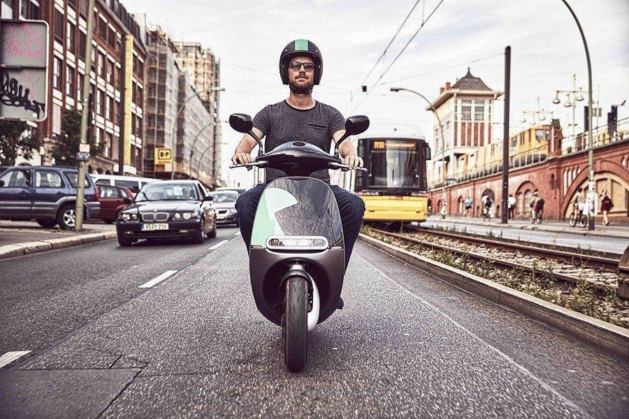 Gogoro與德國博世集團 (BOSCH) 旗下子公司 COUP 合作,在德國柏林提供以品牌電動機車作為交通工具的租賃服務。 Gogoro提供