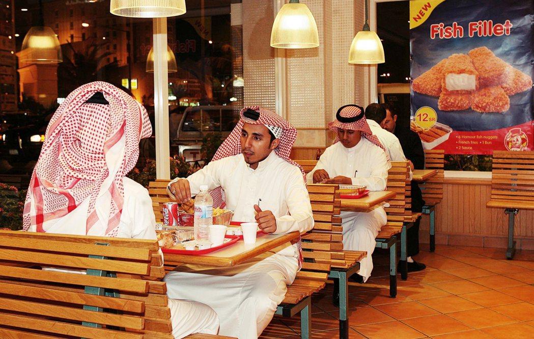 與眾多來自西方的跨國企業相比,Al-Baik 的國產形象也更為親民,特別是在以伊...