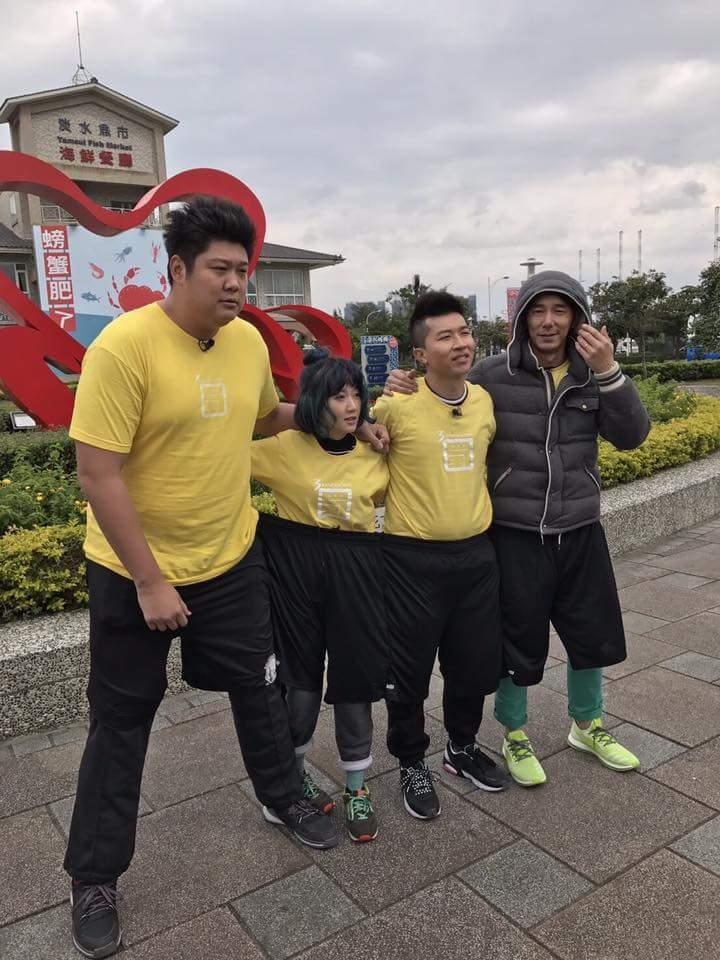 李李仁和主持群盡全力玩遊戲。圖/摘自李李仁臉書