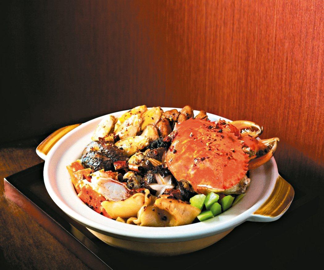 香港東來順去年推出了新口味的麻辣盆菜,既有傳統上賺錢賺翻了的兆頭,又添上火紅的討...
