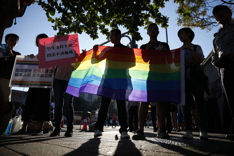 當川蔡通話引起美國媒體對台灣的不友善發言時,民主化與性別政策的成就,讓我們挺起胸...