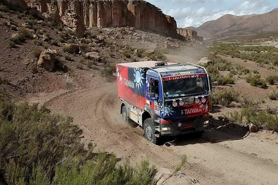 陳和皇在2015年開著i-Taiwan號卡車完賽。 陳和皇提供