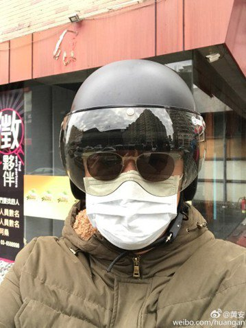 「台獨剋星」黃安去年因為鬧出周子瑜拿國旗風波,一時之間造成民怨沸騰、人人喊打。他去年回台時大批媒體、民眾在機場和他老家新竹等他,今年則早已靜悄悄回到台灣,還在微博曬出自己穿搶匪裝的樣子,用台灣國語和...