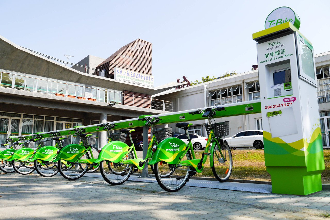 台南市交通局已在美術館站設置T-Bike。記者鄭維真/攝影