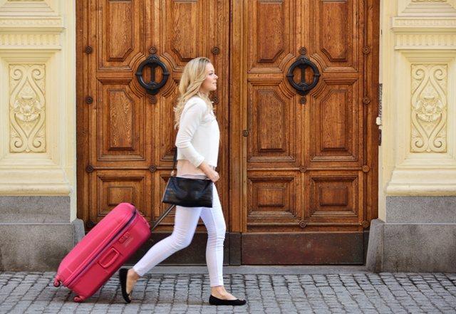 若工作條件內包括較多的商務旅行,有高達三成以上的受訪者願意接受較低薪資。照片由B...