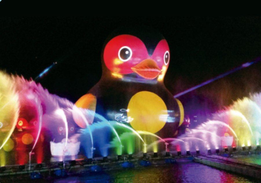 花蓮鯉魚潭「紅面福鴨水舞秀」來了,吸睛之至。圖∕縣政府觀光處提供