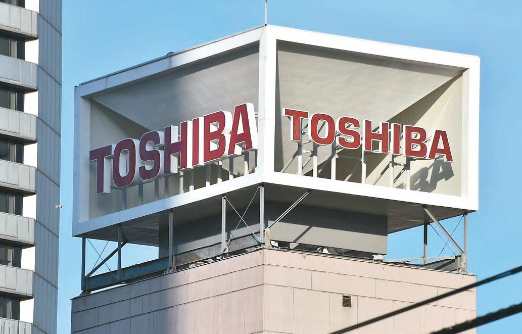 紐約時報引述日本周刊「東洋經濟」報導,鴻海董事長郭台銘受訪時表示,對東芝出售的資...