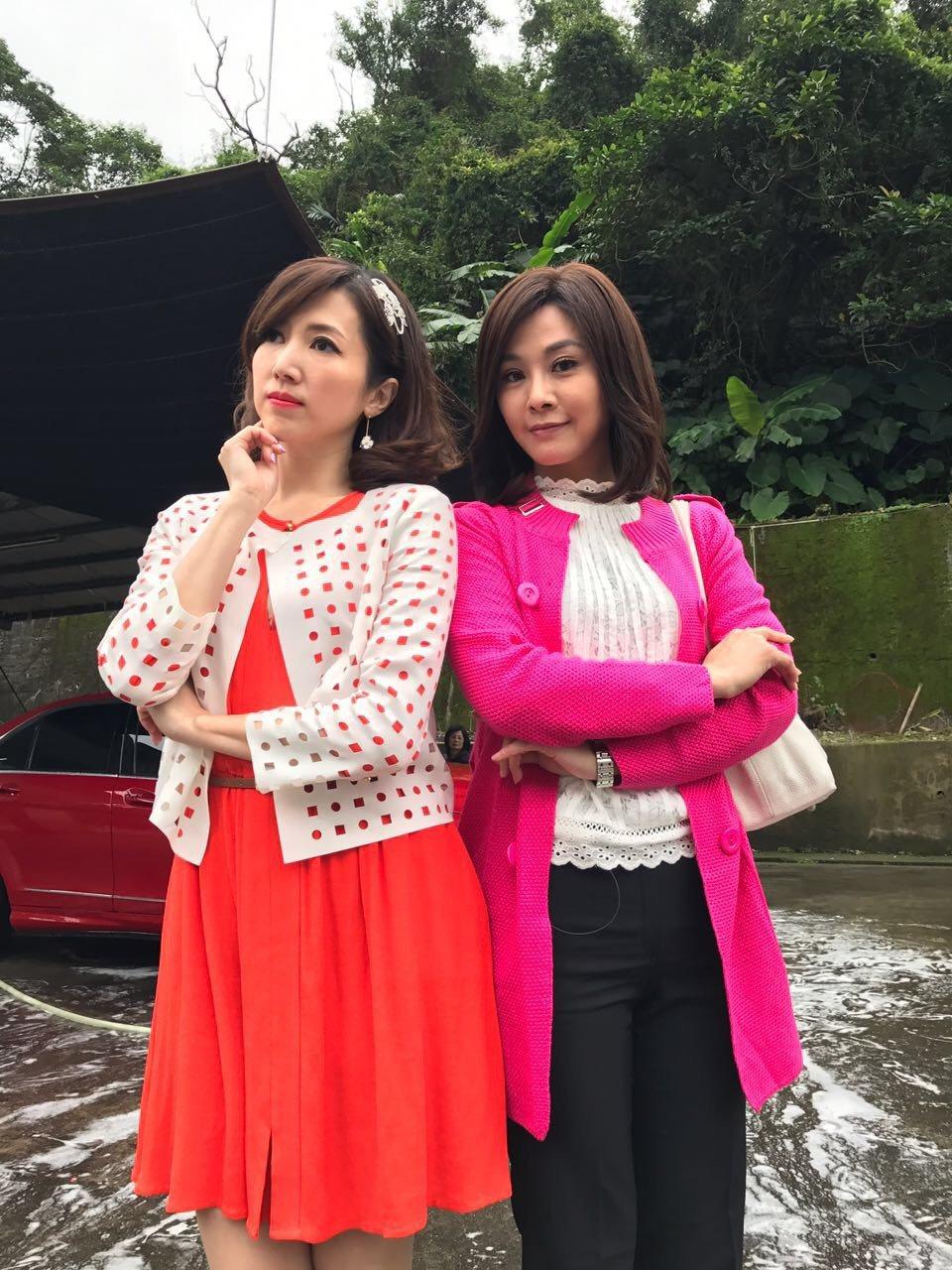 廖家儀(左)、陳妍安「春花望露」。圖/民視提供