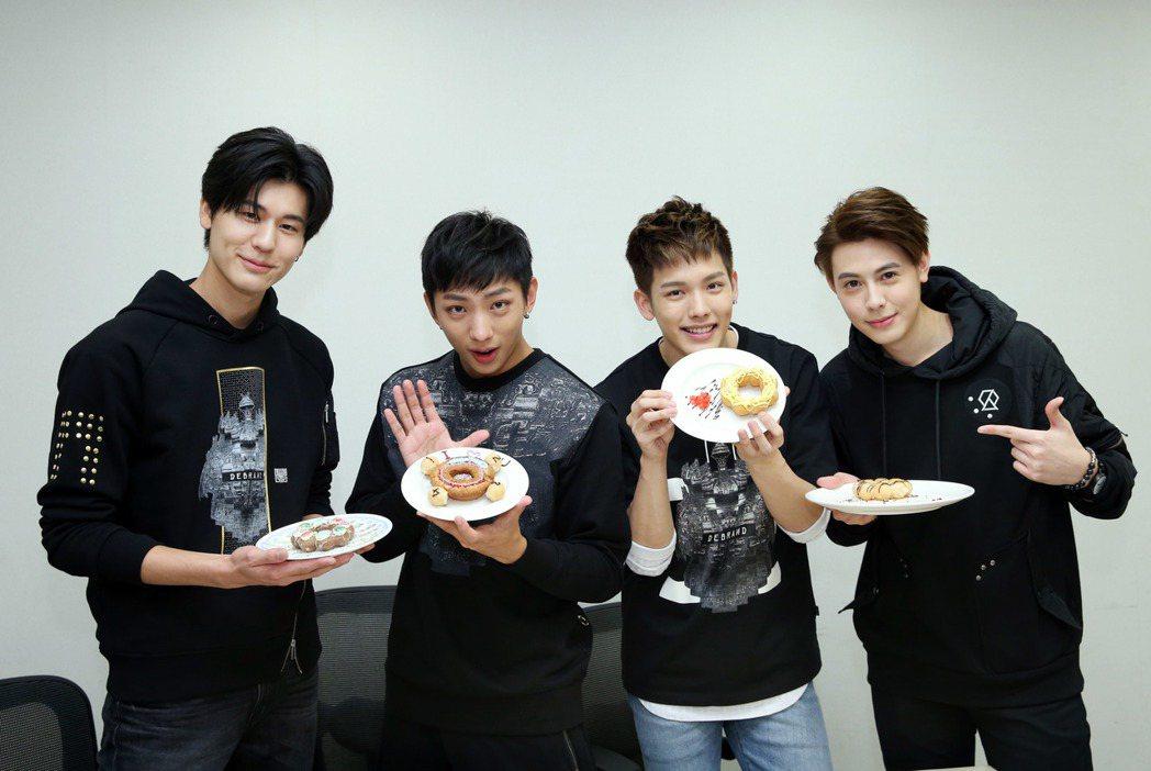 SpeXial做情人節甜點,左起風田、明杰、以綸、Teddy。記者陳瑞源/攝影