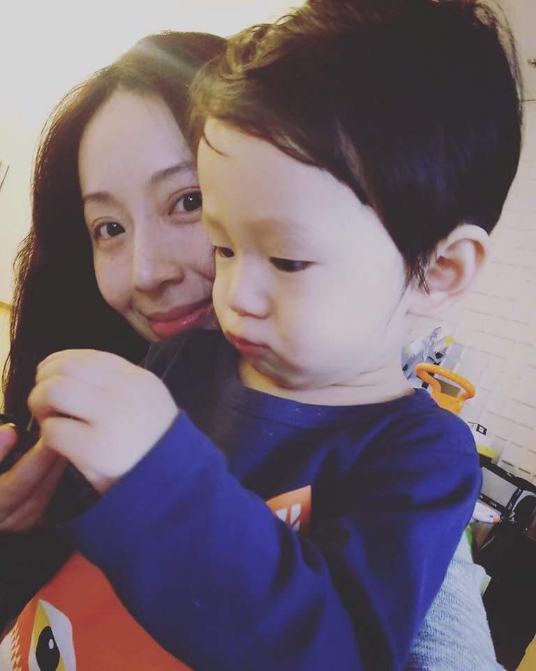 隋棠與兒子Max。圖/摘自臉書