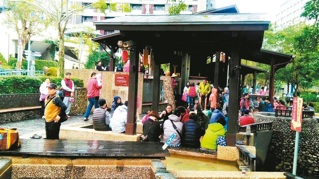 春節期間,宜蘭天氣轉涼,許多人轉往礁溪泡溫泉。 圖/宜蘭縣政府提供