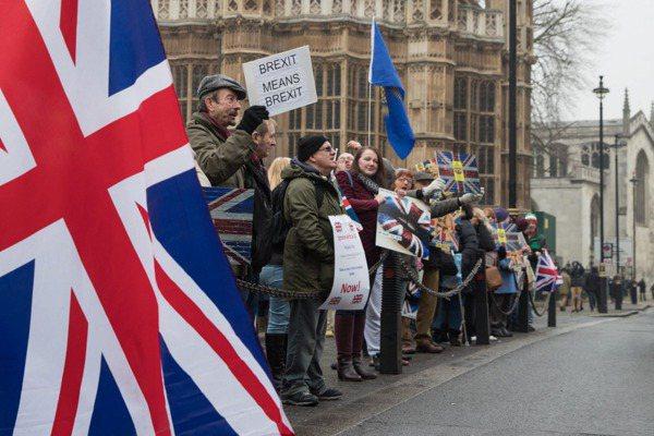 498:114 英國下院通過啟動脫歐