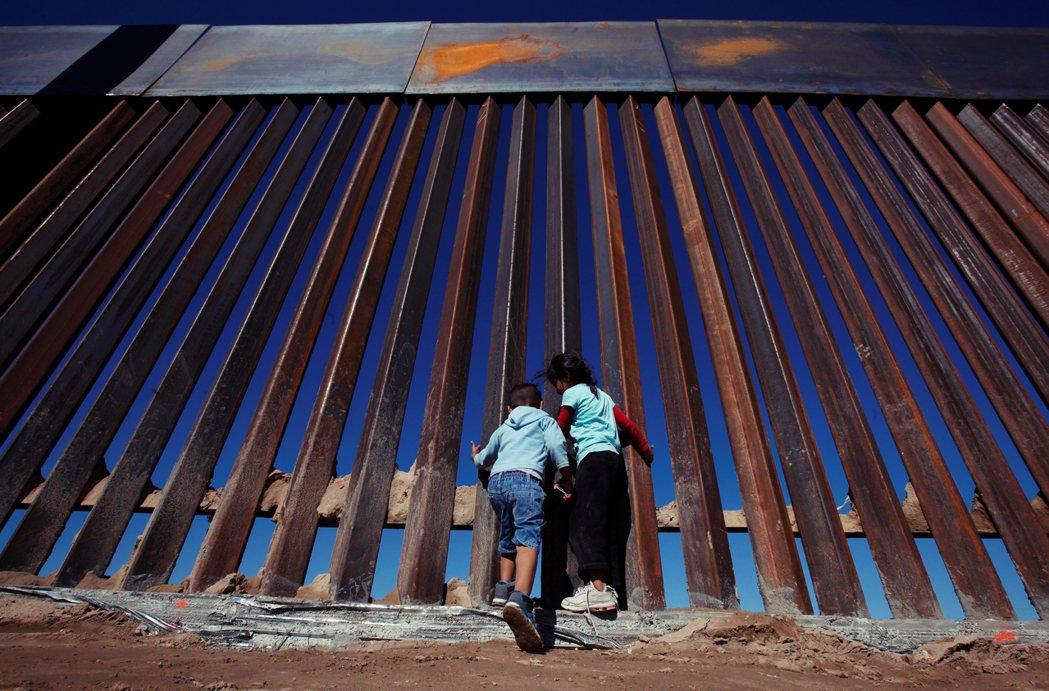 白宮隨後也稱墨西哥的態度讓美國別無選擇,並考慮配合國會研議中的「邊境稅」(Bor...