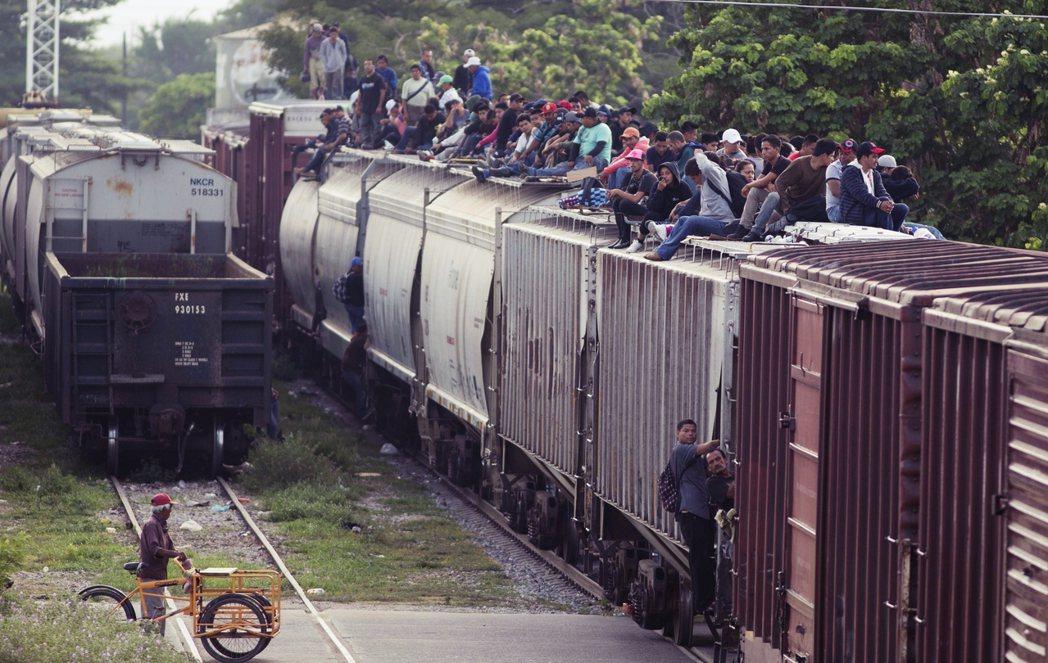 當川普準備高築長城、擋住墨西哥偷渡客的同時,墨國政府也正封鎖著自己的南方邊境,替...