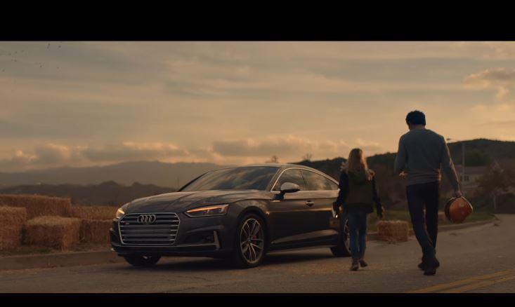 Audi S5 Sportback 僅在片尾露出幾秒,整體呈現方式不突兀。 摘自 Youtube