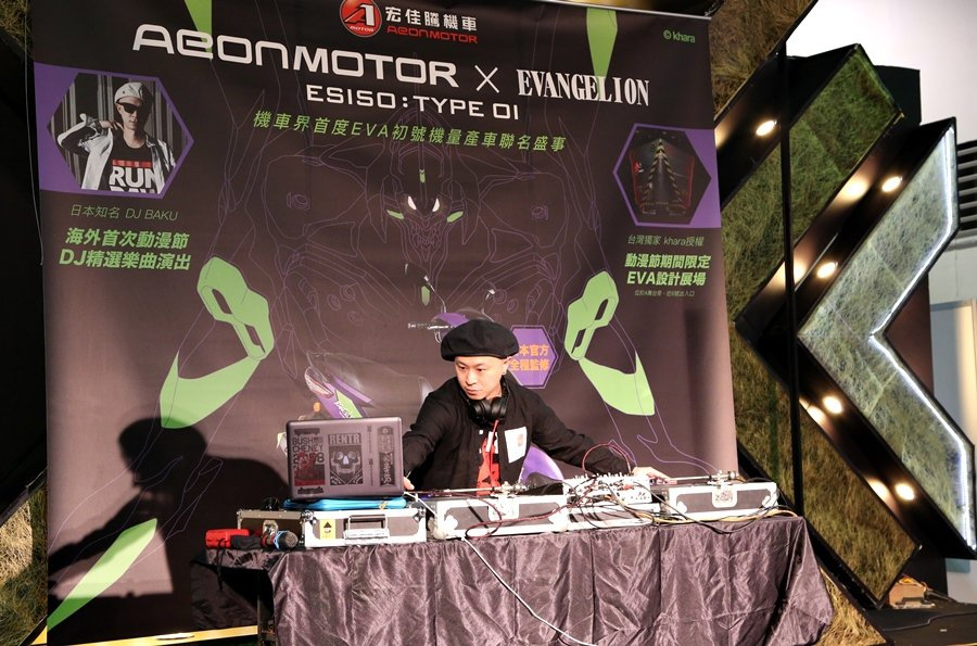 2日動漫節現場,宏佳騰邀請日本知名DJ BAKU前來演出。 記者林和謙/攝影