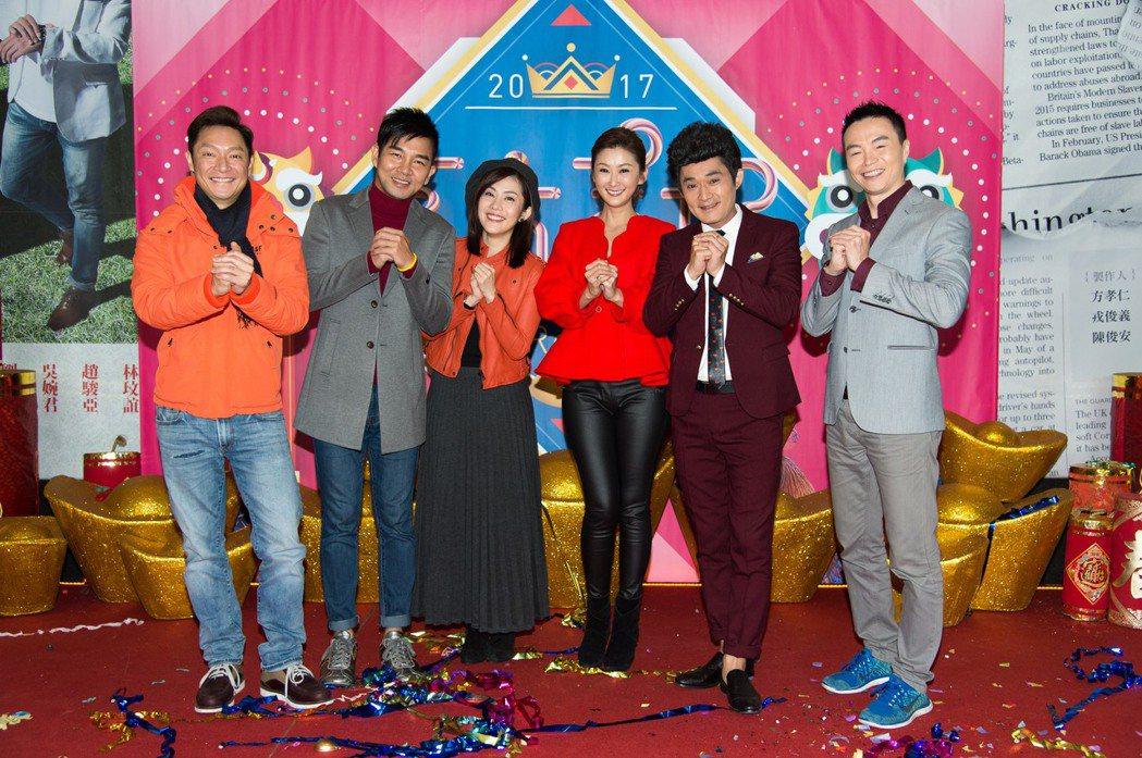 謝祖武(左起)謝承均、王宇婕、陳珮騏、江國賓參加三立新春團拜。圖/三立提供