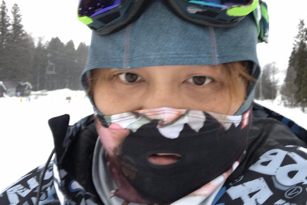 納豆一生沒見過雪,這個年是他第一次跟雪接觸。圖/納豆提供