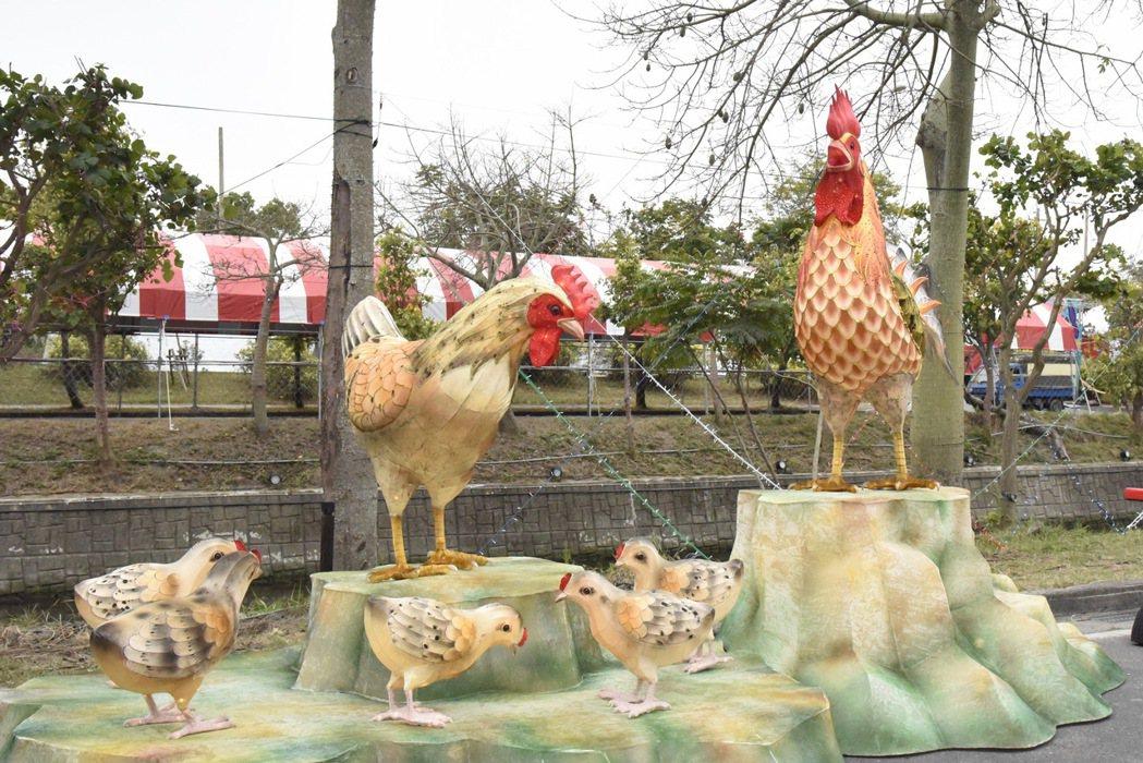 燈藝大師林健兒打造的土雞家族,生動可愛。記者蔡維斌/攝影