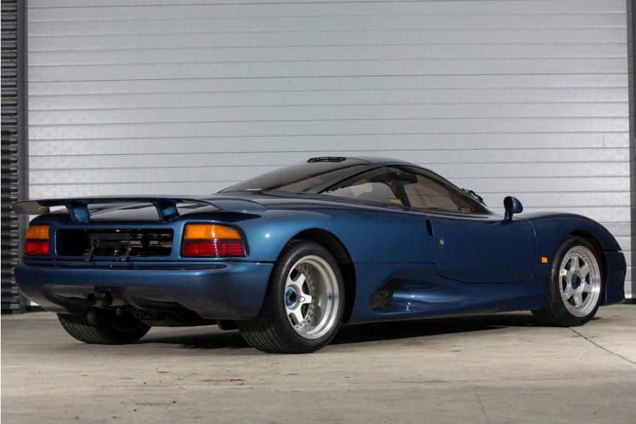 目前這部 XJR-15 拍賣價格為 50.23 萬美元,折合台幣高達 1,560 萬。 摘自 Classic Driver
