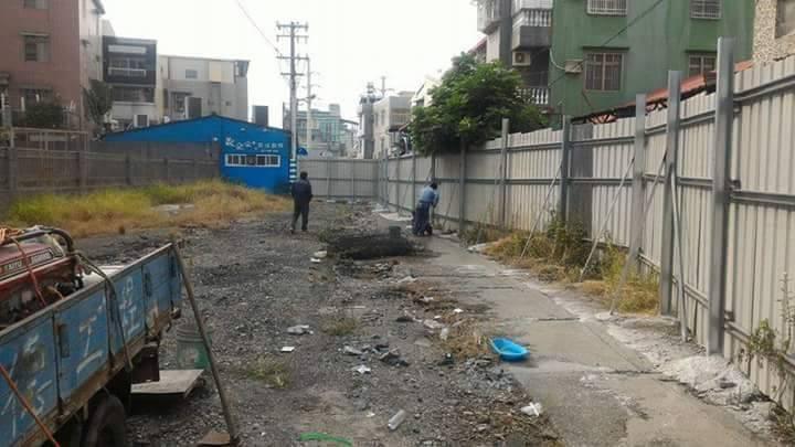 屏東市林森路一巷遭法院判決市公所及縣府必須拆屋還地。記者林良齊/翻攝