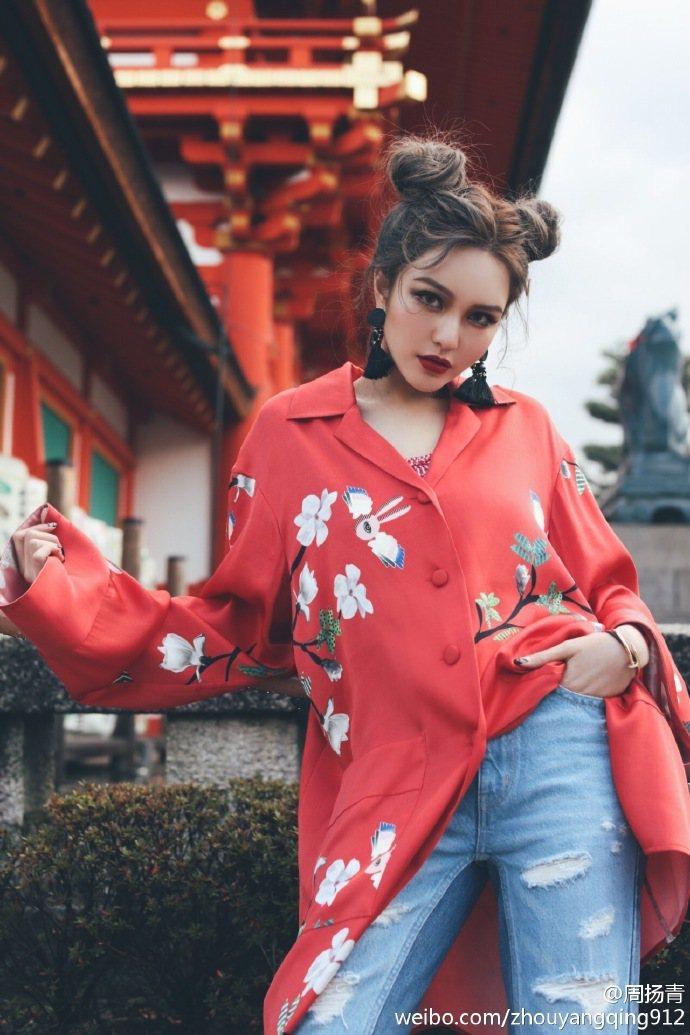 小豬女友周揚青為雜誌拍一系列美照。圖/摘自微博