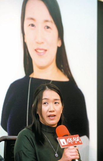 日本當紅推理作家湊佳苗,出道滿十年,她昨天訪台宣傳新書「反轉」,暢談從家庭主婦到...