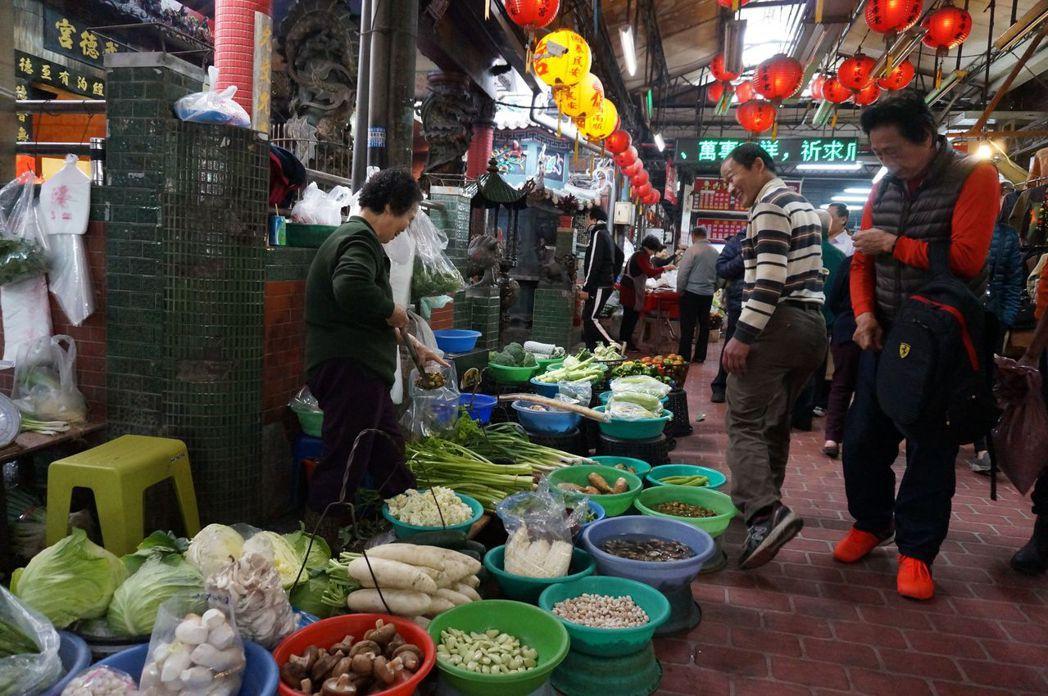 台中第二市場走過百年,依然充滿活力。記者洪敬浤/攝影