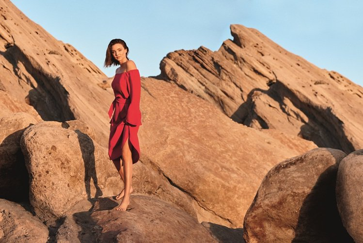 MARELLA的春夏形象廣告在加州沙漠拍攝。圖/MARELLA提供