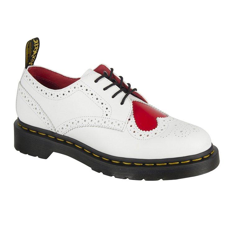 Dr. Martens推出情人節白色經典鞋靴,有紅色愛心,5680元。圖/合順興...