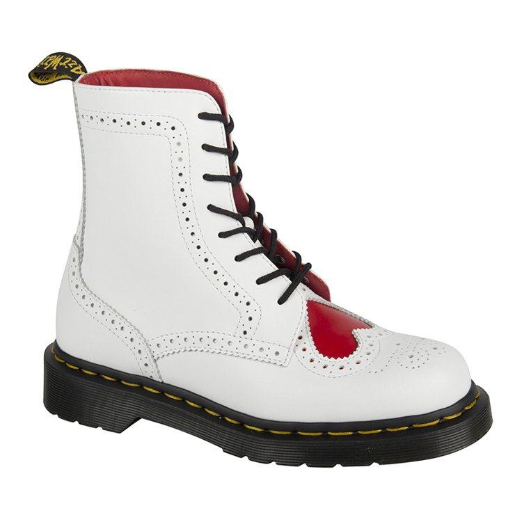 Dr. Martens推出情人節白色經典鞋靴,有紅色愛心,6480元。圖/合順興...