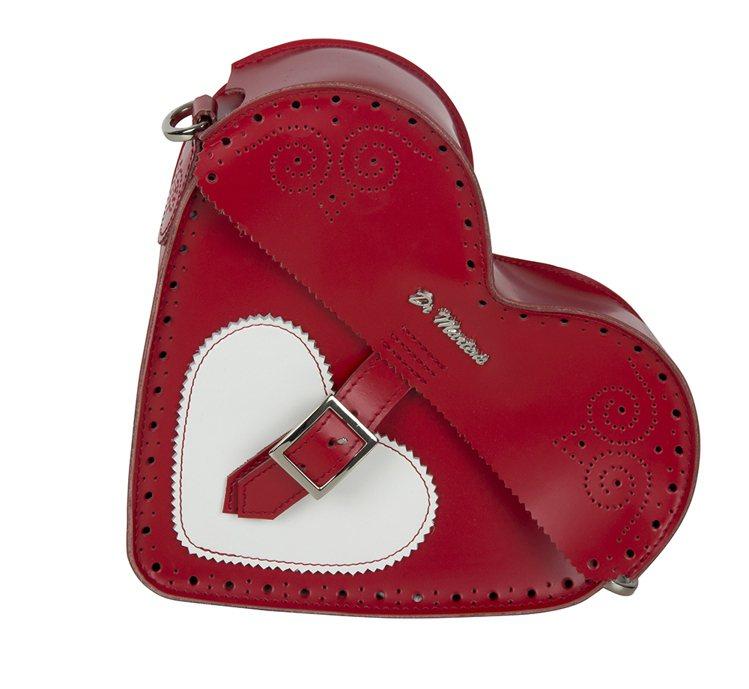 Dr. Martens推出情人節紅心背包,6280元。圖/合順興提供