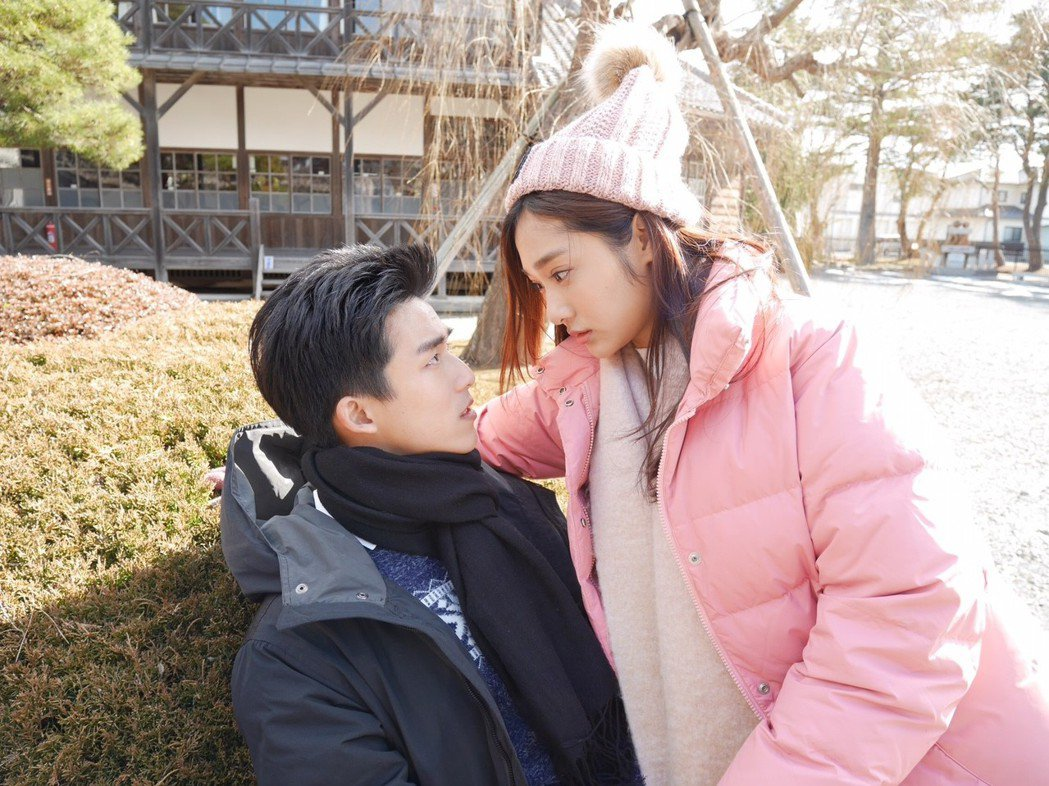 李博翔(左)、邱子芯也是超萌CP,戲裡狂放粉紅泡泡。圖/民視提供
