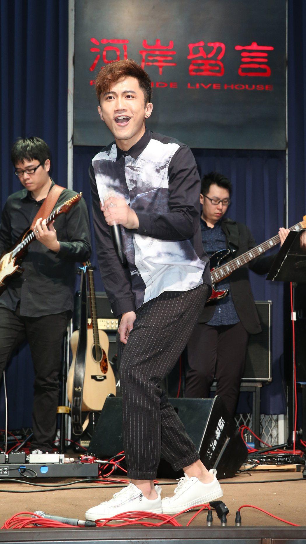 楊程鈞於西門町河岸流言舉辦新歌演唱會彩排。記者陳立凱/攝影