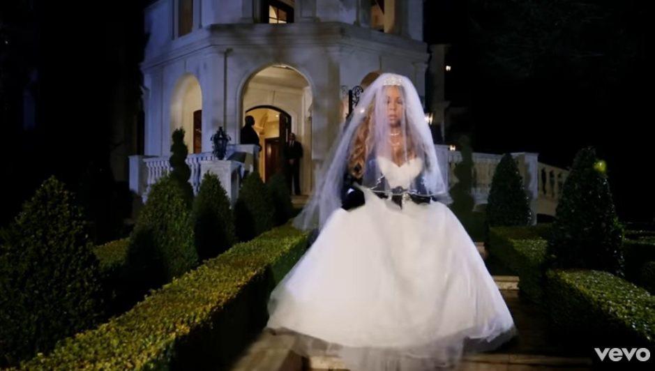 瑪麗亞凱莉選在與詹姆斯擁有美好記憶的豪宅拍MV,片中先穿上價值新台幣770多萬元...