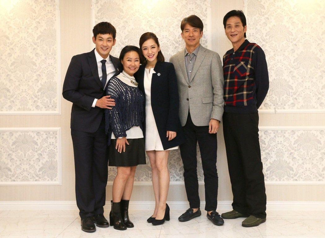 電影「地圖的盡頭」探班,演員威廉(左起)、呂雪鳳、楊千霈、日比野伶、喜翔拍片現場...