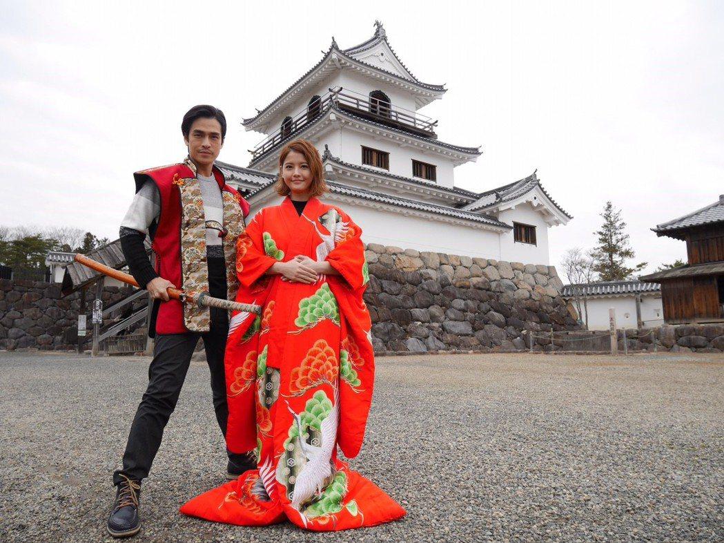 王樂妍、Gino到白石城取景,體驗日本戰國時代公主服、城主服。圖/民視提供