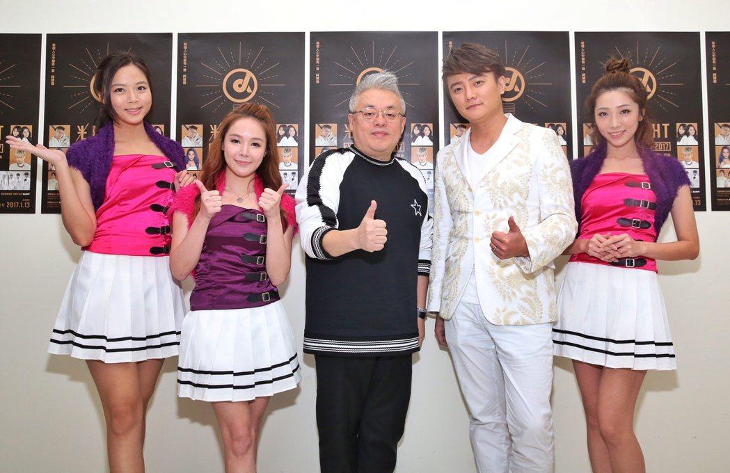 阿沁 (右二)率亭宇、波波與棠棠造勢,中為韓國Kiwi entertainmen