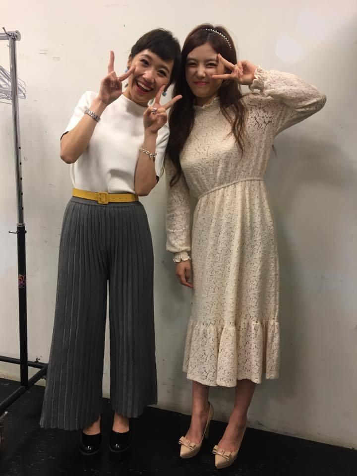 LULU(左)與金裕貞在後台合照。圖/摘自LULU臉書