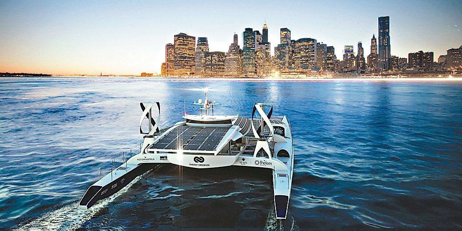 「能源觀察者號」裝設大型太陽能板及風力發電的氫氣儲存裝置,可將氫氣儲存,日後供電...