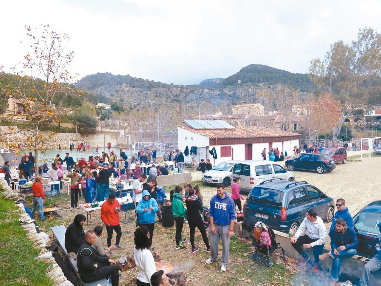 普格普年特小村的「海鮮飯日」。 攝影/周育如