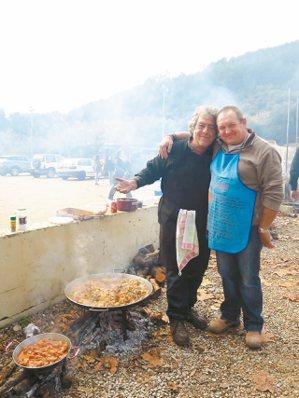 西班牙男人幾乎都會煮海鮮飯。 攝影/周育如