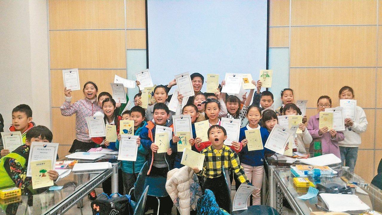 聯合報寫作教室舉辦三堂創意作文課,生動教學讓大陸同學印象深刻。 圖/聯合報教育事...