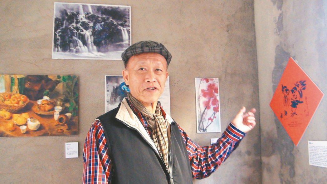 楊麒麟和兒子創作的國畫「雞婆」,和楊勝安的遺作都在安靖家鄉展出。 記者謝恩得/攝...