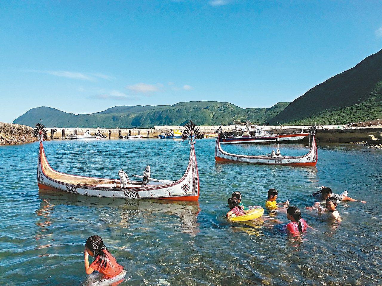 每年飛魚季,蘭嶼人仍會以拼板舟捕撈飛魚。 聯合報系資料照片/記者李蕙君攝影