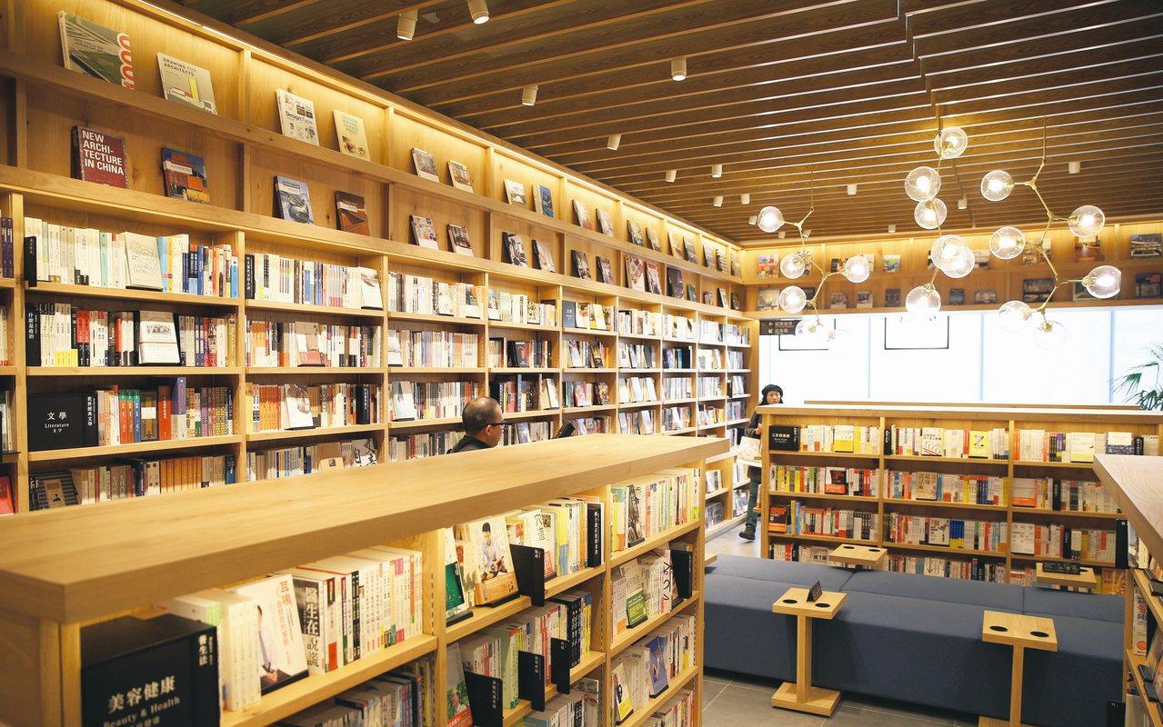 日本蔦屋書店海外第一家TSUTAYA BOOKSTORE書店日前在統一時代百貨正...