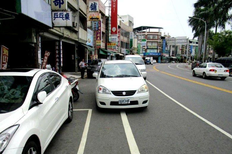 私家自駕車可能會空車繞行或併排停車,以幫車主省停車費,將造成交通問題。  圖/聯合報系資料照
