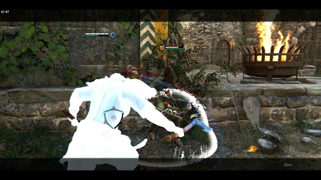 和其他角色比起來,狂戰士的左右兩側攻擊猛烈又連續。
